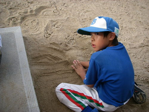 20070915_hand_in_sand